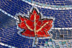 Reticolo della foglia di acero delle mattonelle di mosaico Fotografie Stock
