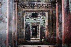 Reticolo delle colonne, porte in Angkor Wat Fotografia Stock Libera da Diritti