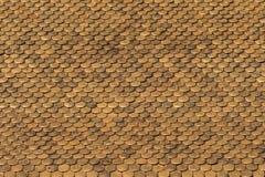 Reticolo dorato delle mattonelle di tetto Fotografia Stock