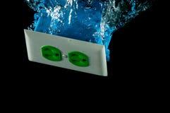 Reticolo elettrico della spruzzata della presa in acqua fotografia stock