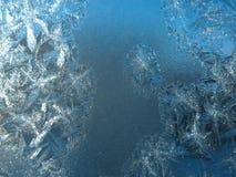 Reticolo gelido sulla finestra di inverno Immagini Stock