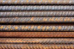 Reticolo metallico dei Rohi del tondo per cemento armato arrugginito immagine stock