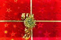 Reticolo rosso del contenitore di regalo Fotografie Stock Libere da Diritti