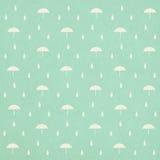 Reticolo senza cuciture delle gocce di pioggia con l'ombrello royalty illustrazione gratis