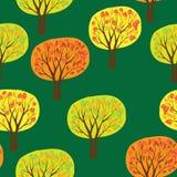 Reticolo senza cuciture più forrest di autunno con gli alberi di vettore Immagini Stock Libere da Diritti