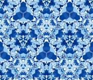 Reticolo senza giunte blu Modello senza cuciture composto di elementi dell'estratto di colore posizionati su fondo bianco Immagini Stock