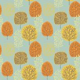 Reticolo senza giunte con gli alberi Disegno della foresta di autunno a mano royalty illustrazione gratis