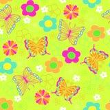 Reticolo senza giunte di ripetizione dei fiori e della farfalla Fotografie Stock Libere da Diritti