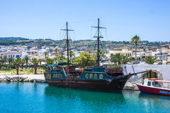 RETIMNO, CRETA, GRECIA DE JUNIO 26 - 2017: Vista del puerto de Retimno, Creta, Grecia Foto de archivo