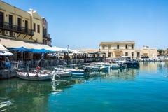 RETIMNO, KRETA, GRIECHENLAND JUNI 26 - 2017: Ansicht des Retimno-Hafens, Kreta, Griechenland Stockfotos
