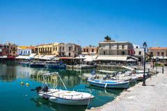 RETIMNO, KRETA, GRIECHENLAND JUNI 26 - 2017: Ansicht des Retimno-Hafens, Kreta, Griechenland Lizenzfreies Stockfoto