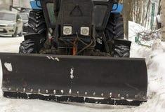 Retirada de la nieve automática de los tractores Imágenes de archivo libres de regalías