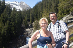Retired couple hiking in the alps Royalty Free Stock Photos