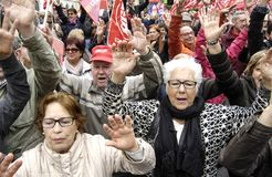Retired protest in Alicante. 03/17/2018 spain, alicante, Several thousand people demonstrate throughout the province to demand from the Government that the Stock Photos