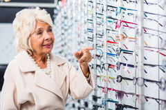 Retiree looking for new eyeglasses Royalty Free Stock Images