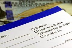 Retiro de actividades bancarias - nota de ingreso imagenes de archivo