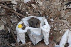 Retiro de los escombros de la demolición de la construcción Fotos de archivo libres de regalías
