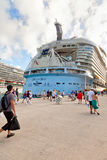 Retorno dos passageiros aos oásis dos mares Fotografia de Stock Royalty Free