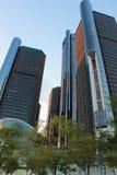 Retour du centre de Detroit Les bâtiments de GM photos stock