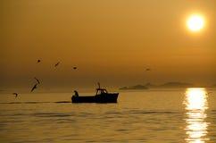 Retours de bateau de pêche Photos stock