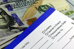Retrait d'opérations bancaires - borderau de versement Photos stock
