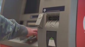 Retrait de carte de crédit banque de vidéos
