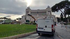 Retrait de l'arbre de Noël Spelacchio de Piazza Venezia, RO Photographie stock libre de droits