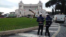 Retrait de l'arbre de Noël Spelacchio de Piazza Venezia, RO Image libre de droits