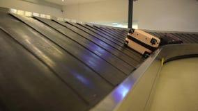 retrait des bagages 4K dans l'aéroport international de Taïwan banque de vidéos
