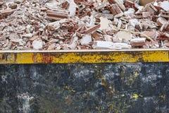 Retrait des débris Déchets de construction Démolition de bâtiment deva images stock