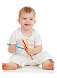 Retrait drôle de bébé avec des crayons de couleur Photographie stock libre de droits