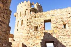 retranchez-vous avec des remparts et des murs des pierres rouges, rura de Villafames Images libres de droits