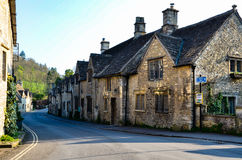 Retranchez-vous Combe, Cotswolds, égalisant le soleil, l'Angleterre Photographie stock