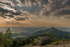 Retranchez-vous Hohenzollern avec la vue à l'aube souabe photographie stock