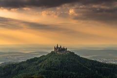Retranchez-vous Hohenzollern avec la vue à l'aube souabe images stock