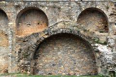 Retranchez-vous le mur de fort dans le village Aragon Pyrénées d'Ainsa Photo libre de droits