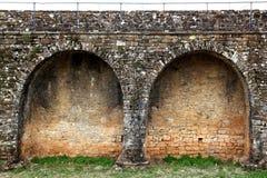 Retranchez-vous le mur de fort dans le village Aragon Pyrénées d'Ainsa Image stock
