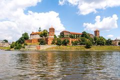 Retranchez-vous Wawel à Cracovie dans le jour ensoleillé Pologne Photos stock