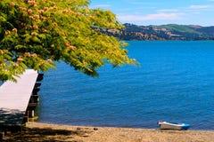 Retratamiento de la orilla del lago Fotografía de archivo