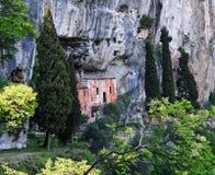 Retratamiento de un ermitaño en las rocas Foto de archivo