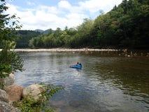 Retratamiento pacífico en el río perezoso en mi flotador Fotografía de archivo libre de regalías