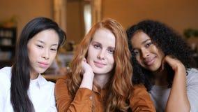 Retrato étnico multi de la cara de las muchachas metrajes