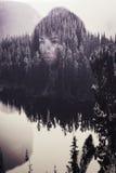 Retrato abstracto de la mujer en el bosque fotos de archivo libres de regalías