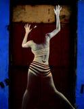 Retrato abstrato da mulher no fundo do grunge Imagens de Stock