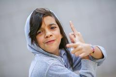 Retrato adolescente adorable de la muchacha en sudadera con capucha Foto de archivo
