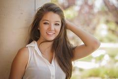Retrato adolescente atractivo de la muchacha de la raza mixta Imagen de archivo libre de regalías