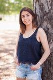 Retrato adolescente bastante étnico de la muchacha P afuera Foto de archivo