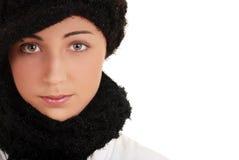 Retrato adolescente con el sombrero y la bufanda del invierno Fotos de archivo libres de regalías