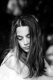 Retrato adolescente de la muchacha al aire libre Foto de archivo libre de regalías