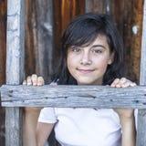 Retrato adolescente de la muchacha en la granja Naturaleza Foto de archivo libre de regalías